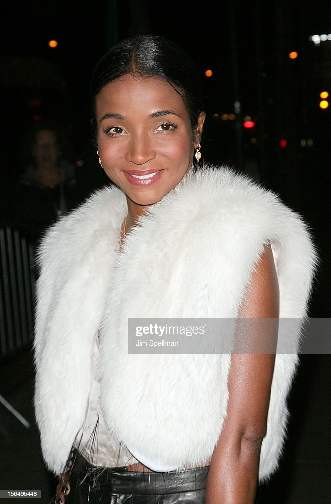 <a gi-track='captionPersonalityLinkClicked' href=/galleries/search?phrase=Genevieve+Jones&family=editorial&specificpeople=212813 ng-click='$event.stopPropagation()'>Genevieve Jones</a> attends The Cinema Society with The Hollywood Reporter & Samsung Galaxy screening of 'The Twilight Saga: Breaking Dawn Part 2' on November 15, 2012 at the Landmark Sunshine Cinema in New York City.
