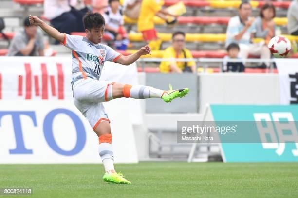 Genichi Endo of AC Nagano Parceiro in action during the JLeague J3 match between Giravanz Kitakyushu and AC Nagano Parceiro at Mikuni World Stadium...