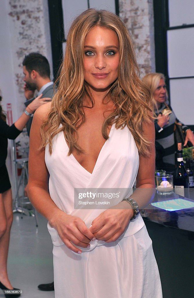 Genie <a gi-track='captionPersonalityLinkClicked' href=/galleries/search?phrase=Hannah+Davis+-+Model&family=editorial&specificpeople=11162105 ng-click='$event.stopPropagation()'>Hannah Davis</a> attends DIRECTV's 2013 National Ad Sales Upfront on May 7, 2013 in New York City.