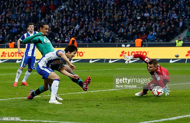 Genki Haraguchi of Berlin scores his team's second goal during the Bundesliga match between Hertha BSC and FC Schalke 04 at Olympiastadion on March...
