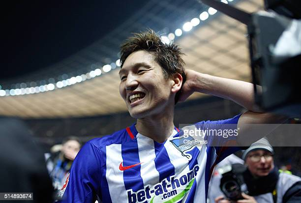 Genki Haraguchi of Hertha BSC celebrates the 20 win after the game between Hertha BSC and dem FC Schalke 04 on march 11 2016 in Berlin Germany