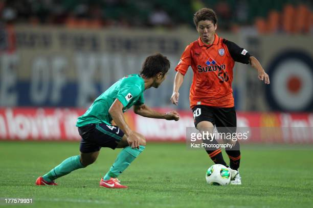 Genki Omae of Shimizu SPulse and Daisuke Nasu of Urawa Red Diamonds compete for the ball during the JLeague match between Shimizu SPulse and Urawa...