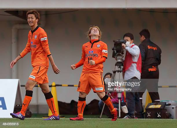 Genki Omae of Shimizu SPulse celebrates scoring his team's second goal during the J League match between Shimizu SPulse and Omiya Ardija at IAI...