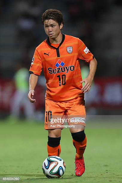 Genki Omae of Shimizu SPulse in action during the JLeague match between Shimizu SPulse and Kashima Antlers at IAI Stadium Nihondaira on August 23...