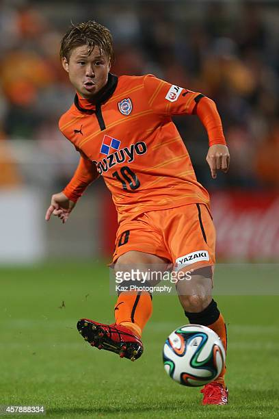 Genki Omae of Shimizu SPulse in action during the JLeague match between Shimizu SPulse and Sanfrecce Hiroshima at IAI Stadium Nihondaira on October...