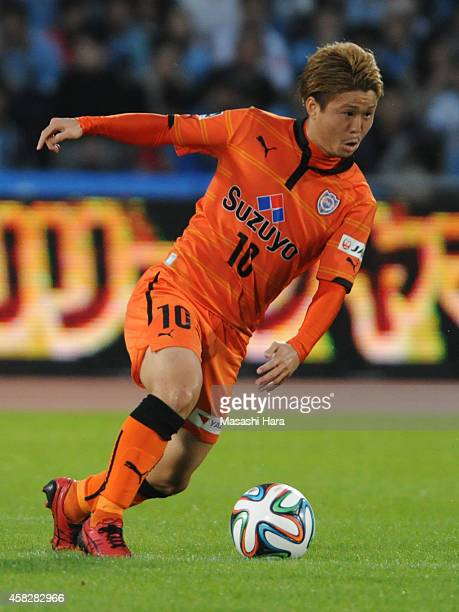 Genki Omae of Shimizu SPulse in action during the JLeague match between Kawasaki Frontale and Shimzu SPulse at Todoroki Stadium on November 2 2014 in...
