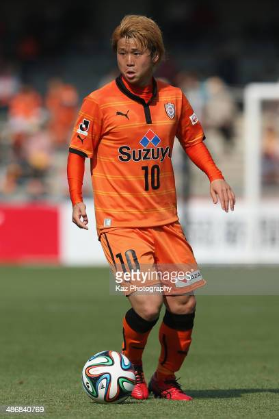 Genki Omae of Shimizu SPulse in action during the JLeague match between Shimizu SPulse and Vegalta Sendai at IAI Stadium Nihondaira on April 26 2014...