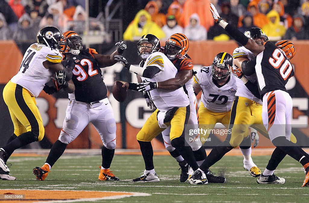 Geno Atkins of the Cincinnati Bengals sacks Ben Roethlisberger of the Pittsburgh Steelers in the first half of the AFC Wild Card Playoff game at Paul...