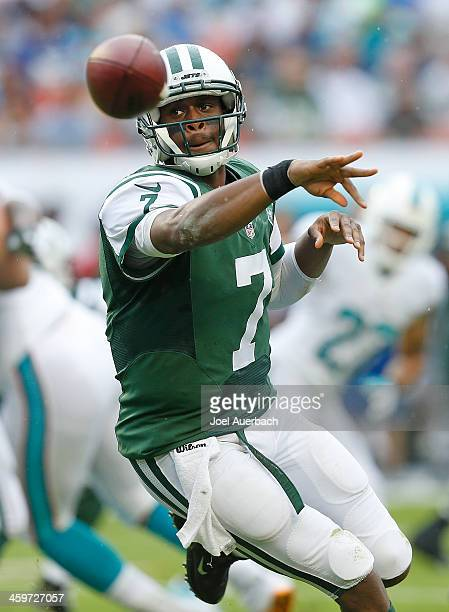 Geno Smith of the New York Jets pitches the ball to Bilal Powell during first quarter action against the Miami Dolphins on December 29 2013 at Sun...