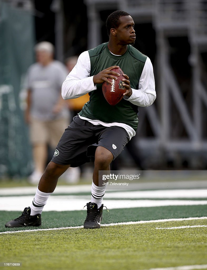 Geno Smith #7 of the New York Jets warms up before their preseason game against the Jacksonville Jaguars at MetLife Stadium on August 17, 2013 in East Rutherford, New Jersey.