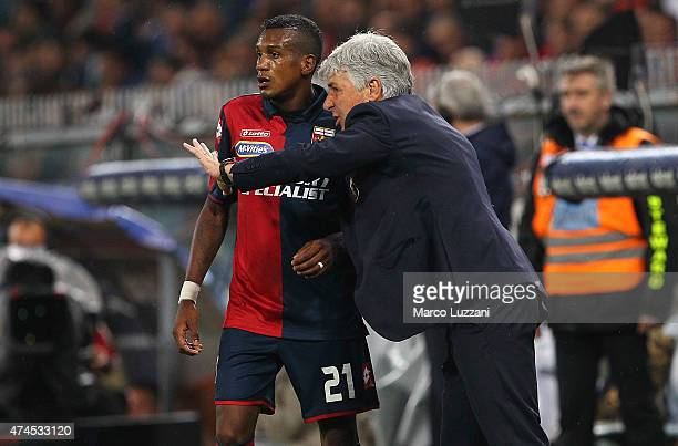 Genoa CFC coach Gian Piero Gasperini issues instructions to his player Andrade Edenilson during the Serie A match between Genoa CFC and FC...