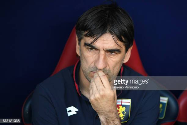 Genoa CFC head coach Gian Ivan Juric looks on during the Serie A match between Genoa CFC and AC ChievoVerona at Stadio Luigi Ferraris on April 30...