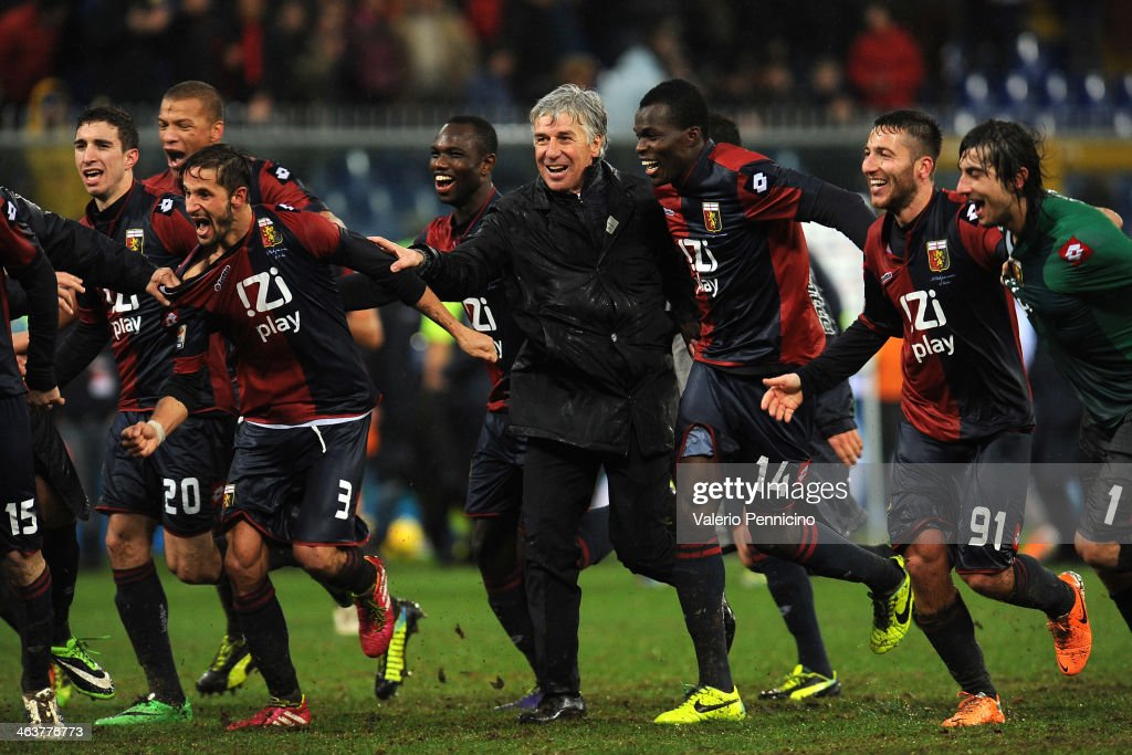 Genoa CFC head coach <a gi-track='captionPersonalityLinkClicked' href=/galleries/search?phrase=Gian+Piero+Gasperini&family=editorial&specificpeople=4667555 ng-click='$event.stopPropagation()'>Gian Piero Gasperini</a> (C) with his players celebrate victory at the end of the Serie A match between Genoa CFC and FC Internazionale Milano at Stadio Luigi Ferraris on January 19, 2014 in Genoa, Italy.