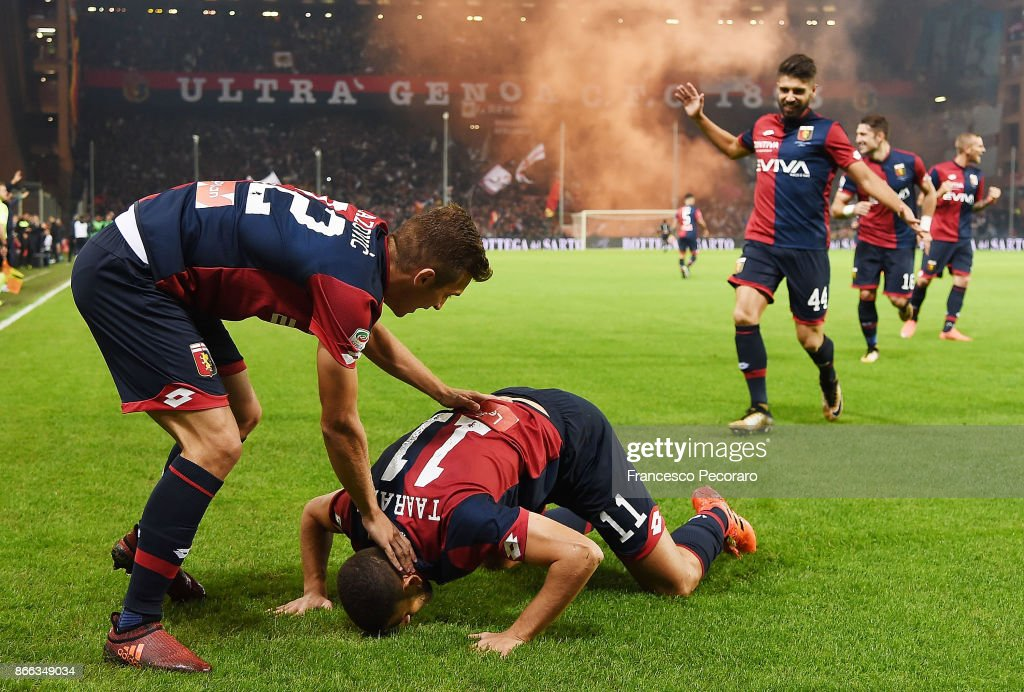 Genoa CFC players and Adel Taarabt of Genoa CFC celebrate the 1-0 goal scored by Adel Taarabt during the Serie A match between Genoa CFC and SSC Napoli at Stadio Luigi Ferraris on October 25, 2017 in Genoa, Italy.