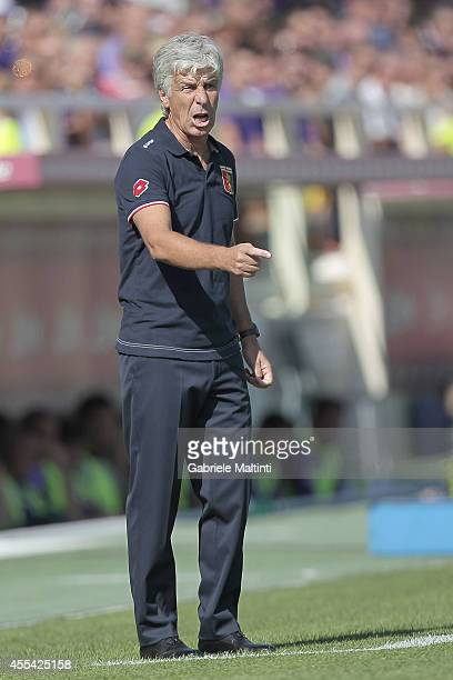 Genoa head coach Giampiero Gasperini shouts instructions to his players during the Serie A match between ACF Fiorentina and Genoa CFC at Stadio...