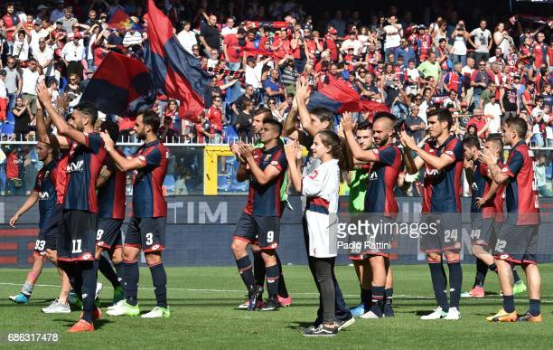 Genoa players with Ivan Juric celebrates at the end of the Serie A match between Genoa CFC and FC Torino at Stadio Luigi Ferraris on May 21 2017 in...