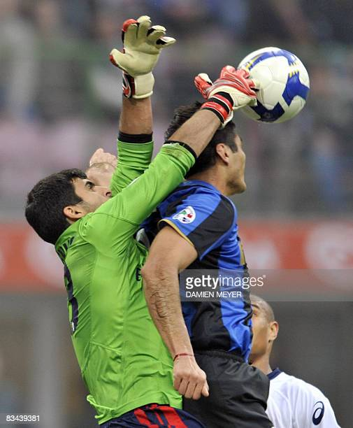 Genoa's Brazilian goalkeeper Rubens Fernando Moedim Rubinho saves the goal despite Inter Milan's Argentinian forward Julio Ricardo Cruz during their...