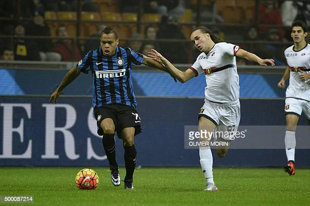 Genoa's midfielder from Uruguay Diego Laxalt fights for the ball with Inter Milan's forward from France Jonathan Biabiany during the Italian Serie A...