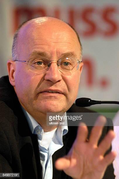 TAZ Genossenschaftsversammlung 2004 in der Kulturbrauerei in Berlin Podiumsdiskussion mit Dr Wolfgang Storz Frankfurter Rundschau