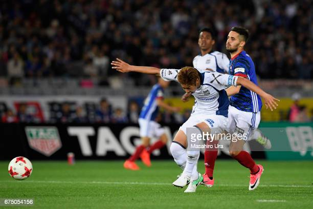 Genta Miura of Gamba Osaka blocks Hugo Vieira of Yokohama FMarinos during the JLeague J1 match between Yokohama FMarinos and Gamba Osaka at Nissan...