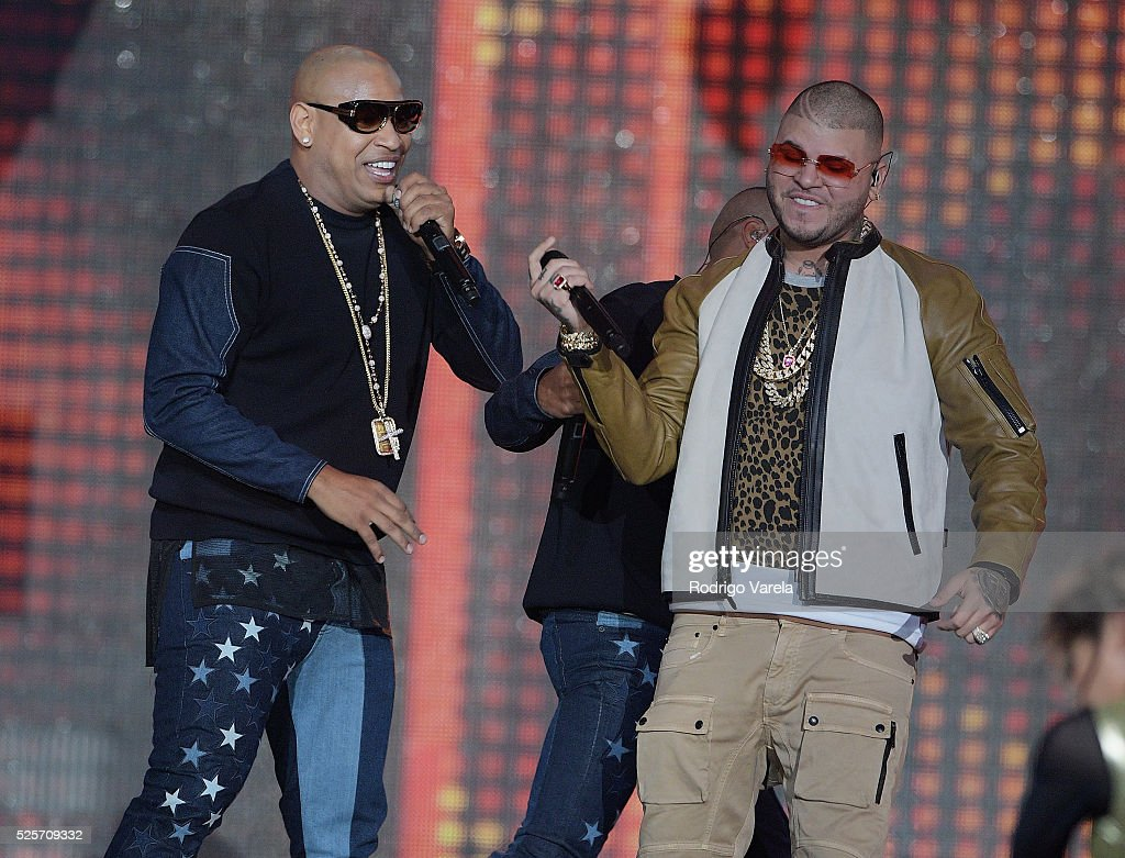 Gente de Zona and <a gi-track='captionPersonalityLinkClicked' href=/galleries/search?phrase=Farruko&family=editorial&specificpeople=11714143 ng-click='$event.stopPropagation()'>Farruko</a> perform onstage at the Billboard Latin Music Awards at Bank United Center on April 28, 2016 in Miami, Florida.