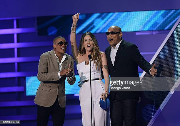Gente de Zona and Maritza Rodriguez attend Premios Tu Mundo Awards at American Airlines Arena on August 21 2014 in Miami Florida
