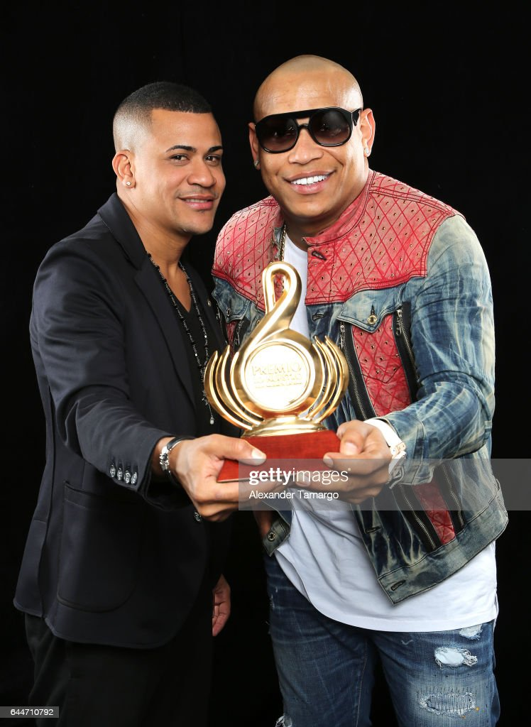 Gente de Zona poses at Univision's 29th Edition of Premio Lo Nuestro A La Musica Latina at the American Airlines Arena on February 23, 2017 in Miami, Florida.