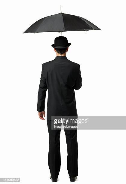 Gentleman sostiene un paraguas aislado
