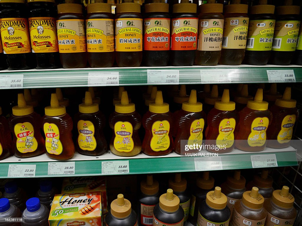 Genuine honey sits on shelves for sale at a supermarket in Beijing on March 15, 2013. Chinese state media has quoted the China Bee Products Association as saying that half the honey sold in Chinese markets is fake and costs only one tenth the price to produce. The fake honey is made from a combination of syrup and gum. AFP PHOTO/Mark RALSTON