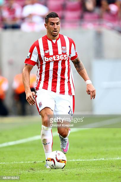 Geoff Cameron of Stoke City runs with the ball during the Colonia Cup 2015 match between FC Porto and Stoke City FC at RheinEnergieStadion on August...