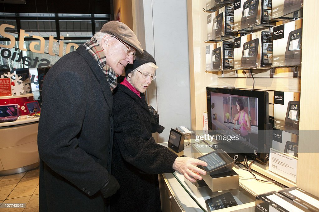Holiday Shoppers At The Sony Store In New York