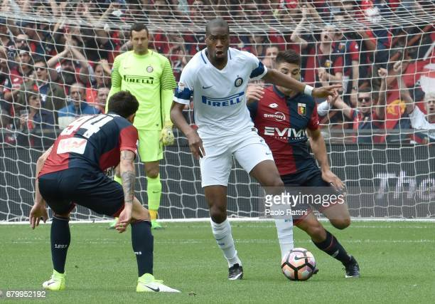 Geoffrey Kondogbia in action during the Serie A match between Genoa CFC and FC Internazionale at Stadio Luigi Ferraris on May 7 2017 in Genoa Italy