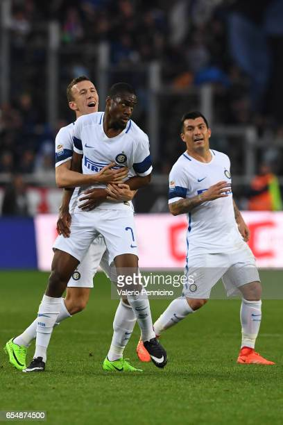 Geoffrey Kondogbia of FC Internazionale celebrates after scoring the opening goal with team mate Ivan Perisic during the Serie A match between FC...