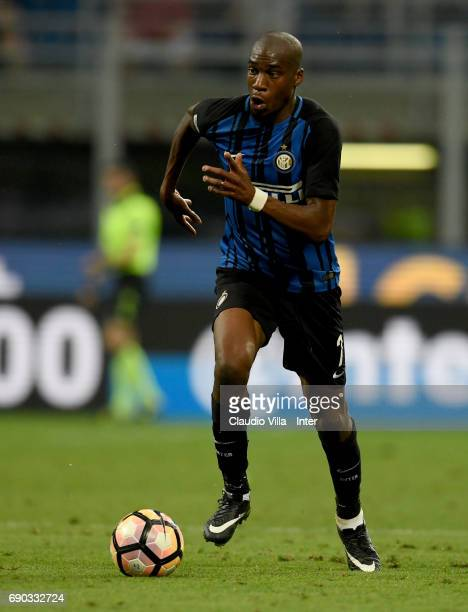 Geoffrey Kondogbia of FC Internazionale in action during the Serie A match between FC Internazionale and Udinese Calcio at Stadio Giuseppe Meazza on...