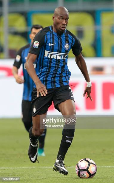 Geoffrey Kondogbia of FC Internazionale Milano in action during the Serie A match between FC Internazionale and Udinese Calcio at Stadio Giuseppe...