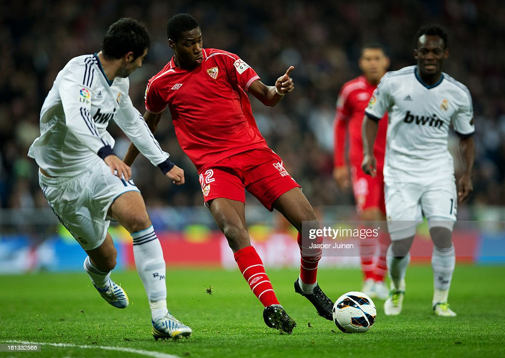 <a gi-track='captionPersonalityLinkClicked' href=/galleries/search?phrase=Geoffrey+Kondogbia&family=editorial&specificpeople=7552237 ng-click='$event.stopPropagation()'>Geoffrey Kondogbia</a> (C) of Sevilla controls the ball during the la Liga match between Real Madrid CF and Sevilla FC at Estadio Santiago Bernabeu on February 9, 2013 in Madrid, Spain.