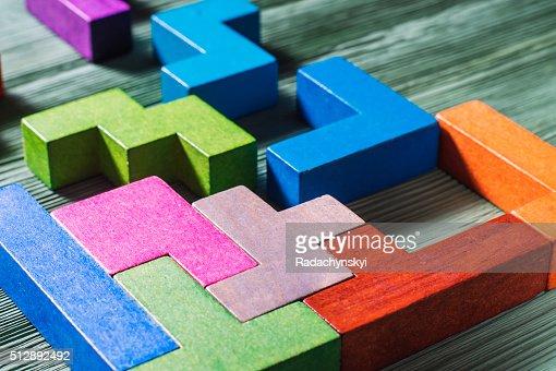 Geometrische Formen auf ein hölzerner Hintergrund. : Stock-Foto