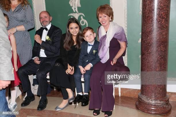 Georg Ohneck father of Katja Ohneck Amira 'Pauletta' Pollmann daughter of Erdogan Atalay Maris Atalay son of Erdogan and Katja and Roswitha Ohneck...