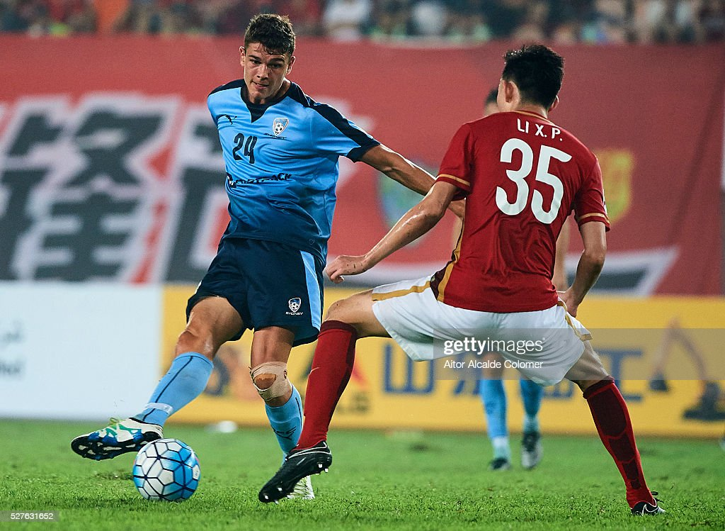 George Blackwood of Sydney FC (L) being followed by Li Xuepeng of Guangzhou Evergrande (R) during the AFC Asian Champions League match between Guangzhou Evergrande FC and Sydney FC at Tianhe Stadium on May 3, 2016 in Guangzhou, China.