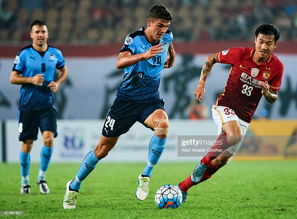 George Blackwood of Sydney FC (L) being followed by Rong Hao of Guangzhou Evergrande (R) during the AFC Asian Champions League match between Guangzhou Evergrande FC and Sydney FC at Tianhe Stadium on May 3, 2016 in Guangzhou, China.