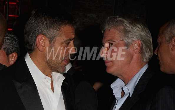 ¿Cuánto mide Richard Gere? - Altura - Real height George-clooney-and-richard-gere-attend-the-michael-clayton-cocktail-picture-id76444543?s=594x594&w=125