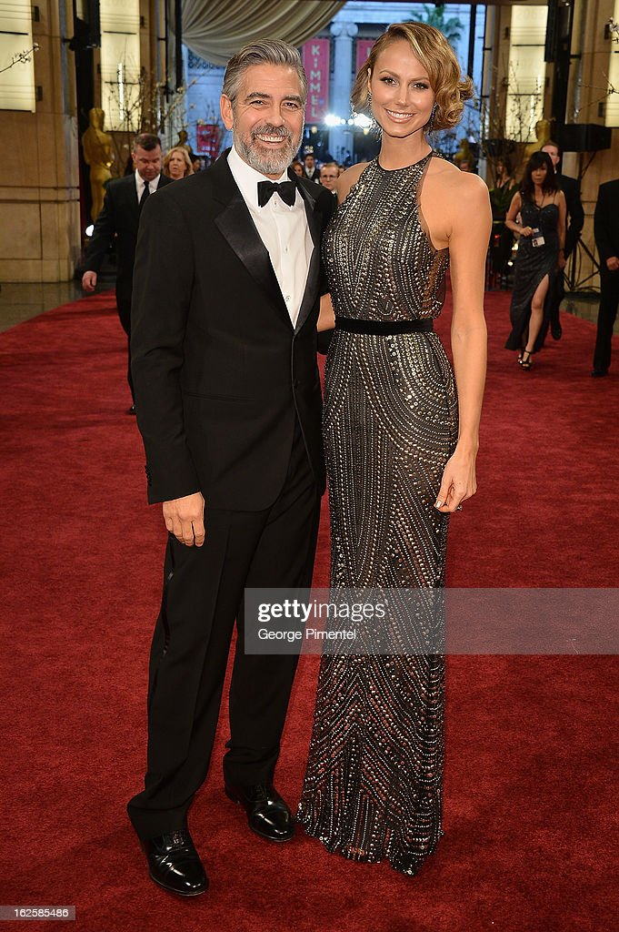 George Clooney and Stacy Keibler arrive at the Oscars at Hollywood & Highland Center on February 24, 2013 in Hollywood, California.
