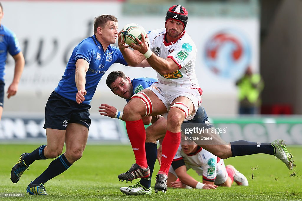 George Earle (C)of Scarlets is challenged by <a gi-track='captionPersonalityLinkClicked' href=/galleries/search?phrase=Gordon+D%27Arcy&family=editorial&specificpeople=220551 ng-click='$event.stopPropagation()'>Gordon D'Arcy</a> (L) of Leinster during the Heineken Cup Pool 5 match between Scarlets and Leinster at Parc y Scarlets on October 20, 2012 in Llanelli, Wales.