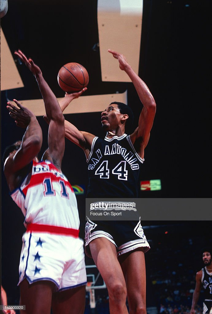 George Gervin of the San Antonio Spurs shoots over Elvin Hayes of the Washington Bullets during an NBA basketball game circa 1978 at the Capital...