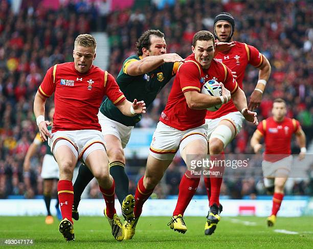 George North of Wales breaks away from Bismarck Du Plessis of South Africa during the 2015 Rugby World Cup Quarter Final match between South Africa...