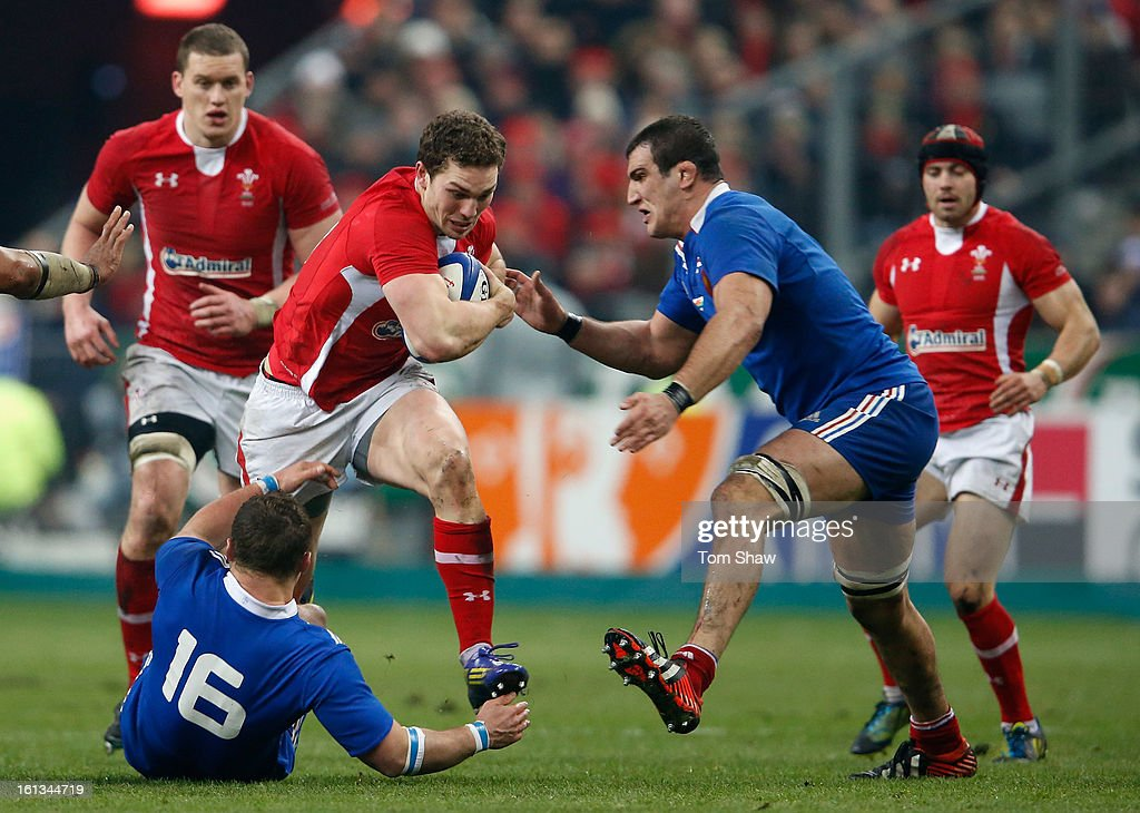 George North of Wales breaks past Benjamin Kayser (L) and Yoann Maestri of France during the RBS Six Nations match between France and Wales at Stade de France on February 9, 2013 in Paris, France.