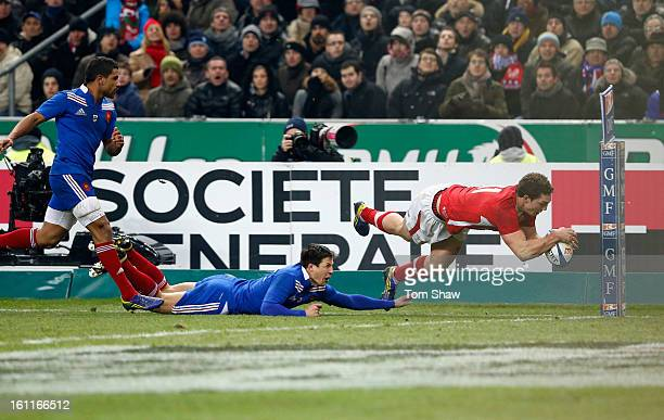 George North of Wales scores the opening try during the RBS Six Nations match between France and Wales at Stade de France on February 9 2013 in Paris...