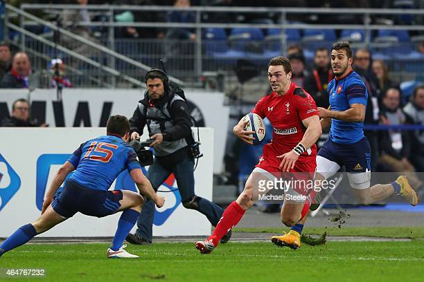 George North of Walesruns at Eddy Ben Arous of France during the RBS Six Nations match between France and Wales at the Stade de France on February 28...