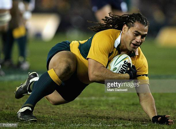 George Smith of the Wallabies scores the first try during the second Cook Cup match between the Australia Wallabies and England at the Telstra Dome...