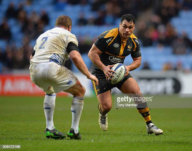 George Smith of Wasps looks for a way past Sean Cronin of Leinster Rugby during the European Rugby Champions Cup match between Wasps and Leinster...
